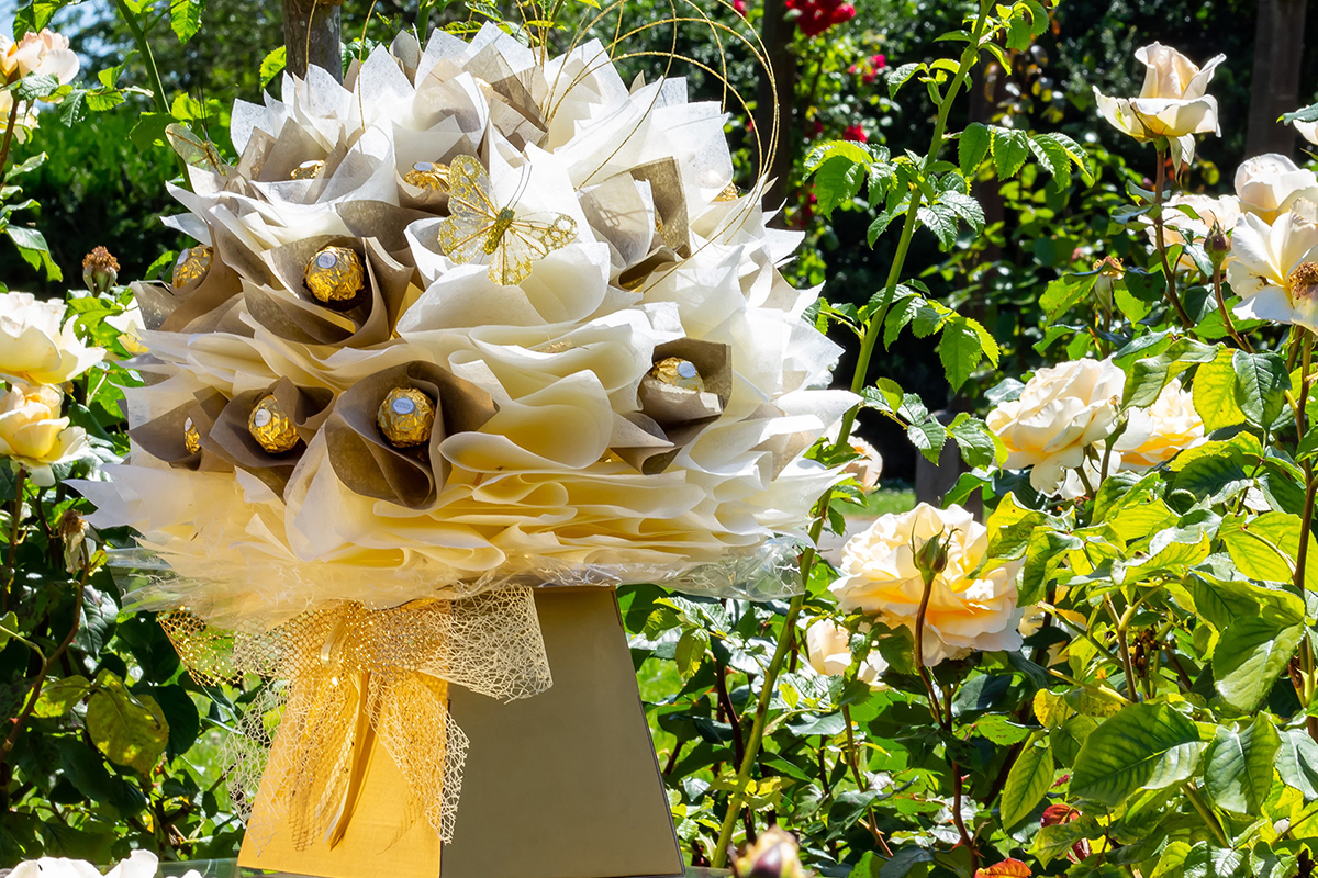 The Wedding Luxe Cream chocolate flower bouquet
